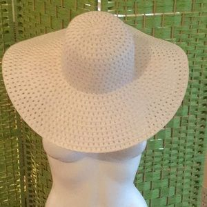🦋NWOT Awesome New White Big Floppy Hat Must Have